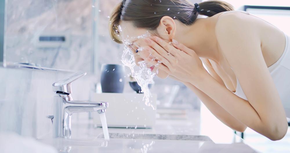 Gesicht waschen Hautpflege